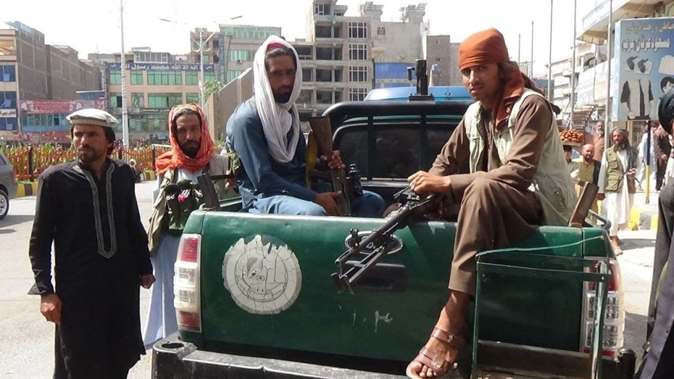 JALALABAD, AFGHANISTAN - AUGUST 18: Taliban check points are seen in the streets of Jalalabad city, Afghanistan on August 18, 2021, as Taliban take control of Afghanistan after 20 years. (Photo by Stringer/Anadolu Agency via Getty Images)