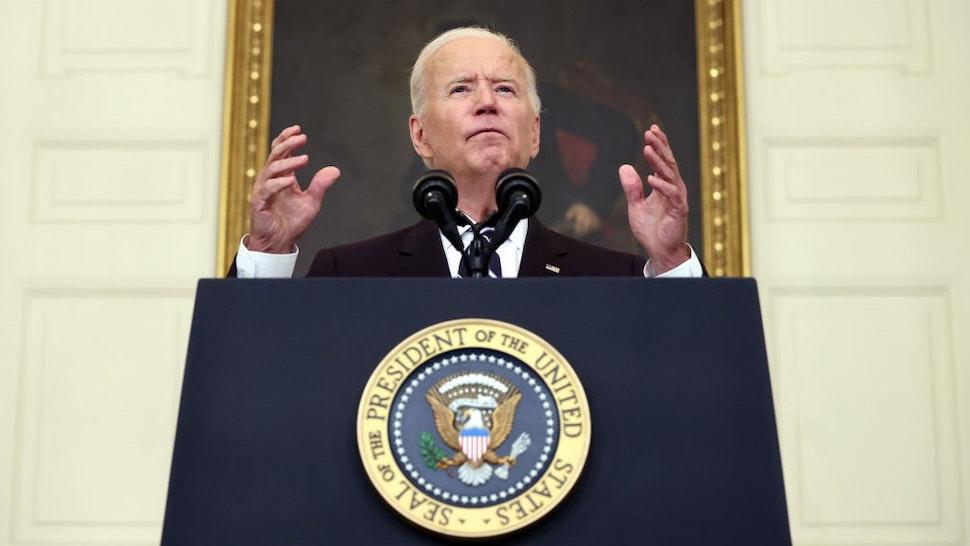 WASHINGTON, DC - SEPTEMBER 09: U.S. President Joe Biden speaks about combatting the coronavirus pandemic in the State Dining Room of the White House on September 9, 2021 in Washington, DC.