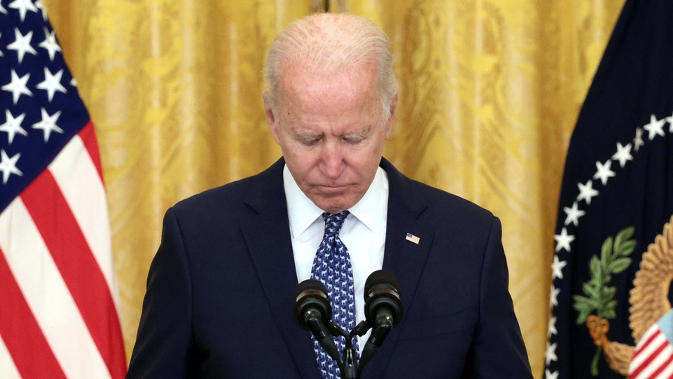 WASHINGTON, DC - SEPTEMBER 08: U.S. President Joe Biden holds a moment of silence for workers who have died from the COVID-19 pandemic as he speaks on workers rights and labor unions in the East Room at the White House on September 08, 2021 in Washington, DC. Biden spoke on the need to protect workers rights and the middle class.
