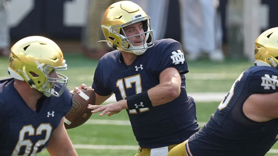 SOUTH BEND, IN - SEPTEMBER 11: Notre Dame Fighting Irish quarterback Jack Coan (17) looks to throw the football during a game between the Notre Dame Fighting Irish and the Toledo Rockets on September 11, 2021, at Notre Dame Stadium, in South Bend, In (Photo by Robin Alam/Icon Sportswire via Getty Images)