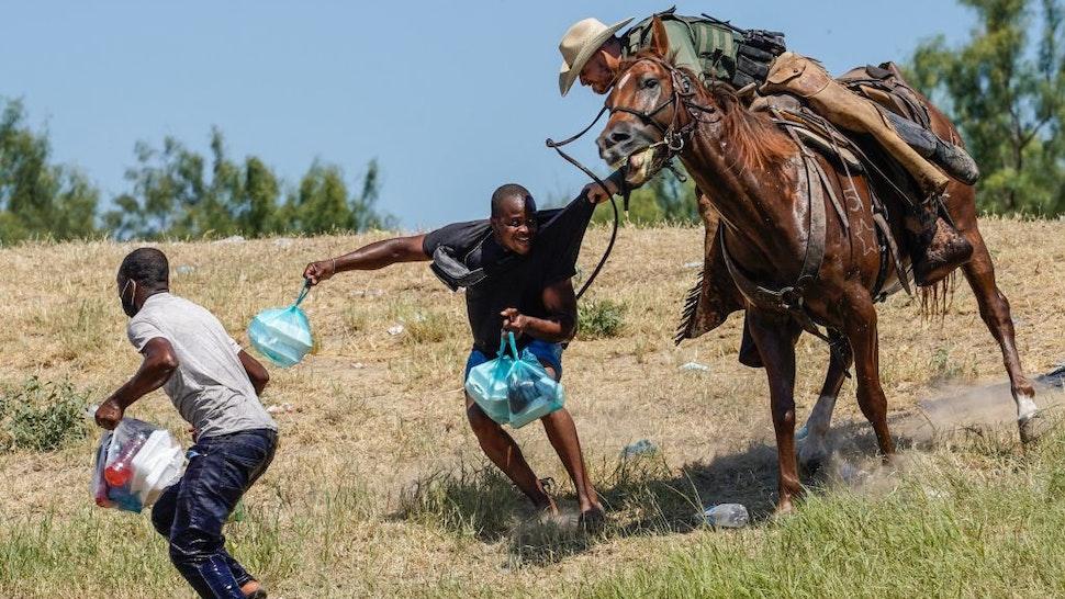 Photographer Who Took Horseback Border Patrol Photos: 'I've Never Seen Them Whip Anyone'