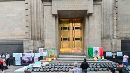 Catholic anti-abortion activists pray during a protest outside the Mexican Supreme Court building in Mexico City, on July 29, 2020, amid the novel coronavirus pandemic. - The supreme court will debate on Wednesday a proposal that could lead to decriminalisation the abortion across the country.