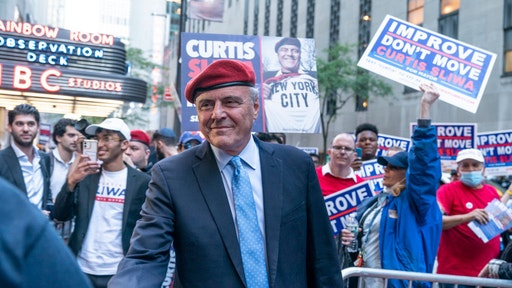 NEW YORK, UNITED STATES - 2021/10/20: Curtis Sliwa Republican Party mayoral candidate greets supporters outside of NBC Studios before first general election debates. (Photo by Lev Radin/Pacific Press/LightRocket via Getty Images)