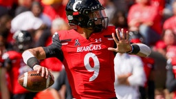 CINCINNATI, OHIO - OCTOBER 16: Desmond Ridder #9 of the Cincinnati Bearcats throws a pass in the second quarter against the UCF Knights at Nippert Stadium on October 16, 2021 in Cincinnati, Ohio. (Photo by Dylan Buell/Getty Images)