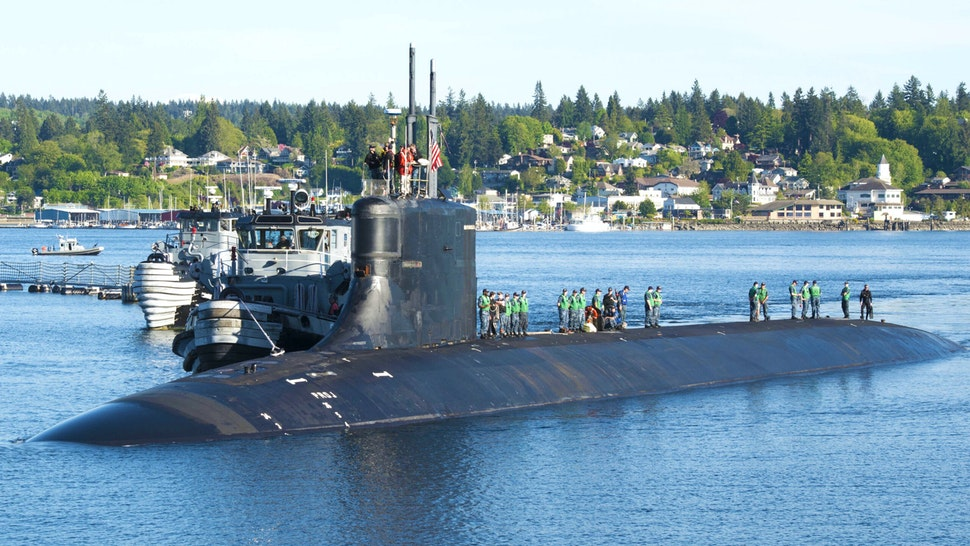 Photograph of submariners standing on top of the Seawolf-class fast-attack submarine USS Connecticut in the water at Naval Base Kitsap-Bremerton, Washington, May 7, 2018.